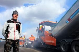 Alastaro Circuitin toimitusjohtaja Tero Tupala on tyytyväinen mies: 402 metrin kiihdytyssuora on nyt upeassa kunnossa. Kuva: Anu Salo