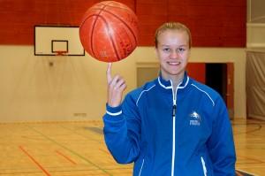 Noora Parttimaa pääsee näyttämään pallonkäsittelytaitojaan EM-kisoissa. Kuva: LL Arkisto / Sampsa Hakala