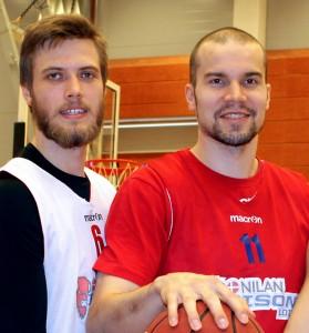 Bisonsin Matti Nuutinen ja Tuukka Kotti nähdään Suomen maajoukkueessa koripallon MM-kisoissa. Kuva: LL arkisto / Tiina Naula