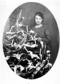 Äiti-Kaisa oli nuorena Punsárin valokuvaamossa apulaisena ja pääsi mainoskuviin.