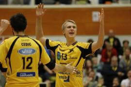 Hurrikaanin Vladimir Cedic ja Tuomas Koppanen iloitsevat hyvästä suorituksesta. Kuva: Juuso Riponiemi