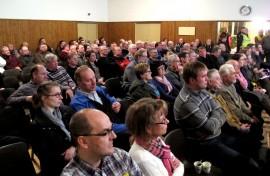 Pihasusiseminaariin osallistui noin 170 henkilöä. Kaikki halukkaat eivät mahtuneet mukaan. Tilaisuuden järjesti Taajamasusi-yhdistys yhdessä Oripään ja Pöytyän metsästysseurojen kanssa. Kuva: Kiti Salonen