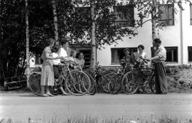 Nuorisoseuraviestin vaihto 11.6.1956 Haaran koulun pihalla.