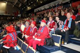 Bisonsin ja Himkin peliä seurasi 2038 katsojaa, ja Loimaaltakin oli saapunut kannattajia kaksi bussillista. Kuva: Tiina Naula