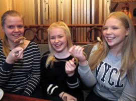 Sini Luoma, Riikka Savolainen ja Malla Hemminki testasivat uudenlaisen ravintolansa yritysidean käytännössä – idea maistui vielä paremmalta käytännössä kuin paperilla. Kuva: Kati Uusitalo