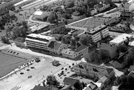 Veskolinna ja monet muut kauppalan keskeiset rakennukset saavat tällä kertaa osansa Matti Pullin muistelmista.