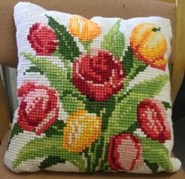 Tyyny kukkii raikkaissa väreissä. Kuva: Anu Salo
