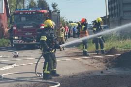 22 pelastusyksikköä oli sammuttamassa tulipaloa Mellilässä. Kuva: Simo Päivärinta