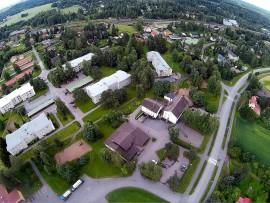 Turun ja Toijalan välinen rata kulkee Humppilan halki. Rautatieasema näkyy ylhäällä oikealla. Kuva: Harry Willman