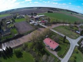 Köyliönkylä. Kuvan keskellä näkyy Kojonjoki. Kuva: Harry Willman