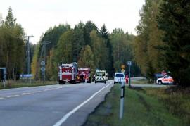Rekkaonnettomuus tapahtui Kakkostiellä Kojonperän ja Palojoen risteysten tuntumassa. Kuva: Simo Päivärinta