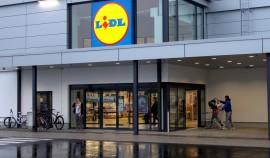 Lidlin myymälä vietti avajaisiaan Loimaalla torstaina. Myymälä sijaitsee Kartanomäenkadulla entisessä kirjapainotalossa, joka on perusteellisesti remontoitu. Kuva: Anu Salo