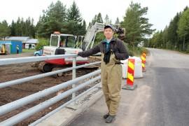 Limnologi, kalastotutkija Heikki Holsti on tyytyväinen, että Ely-keskus otti siltahankkeessa huomioon myös kalojen suojelun. Kuva: Tiina Naula