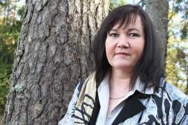 Aino Suominen sanoo saaneensa kotoaan niin turvalliset eväät, että ne ovat kannatelleet vahvasti läpi elämän. Kuva: Anu Salo