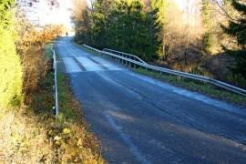 Niinijoen ylittävän sillan huonoon kuntoon mennyt puukansi uusitaan alkuperäistä vastaavaksi. Kuva: Lari Kiviranta