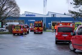 Raikkolantielle Dinoliftin tuotantohallin tulipalopaikalle saapui lähes 20 pelastusyksikköä. Kuva: Lari Kiviranta