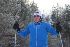 Jouko Markkula on hiihtänyt tänä talvena jo 300 kilometriä Lapissa, hiihtoputkessa ja Oripäässä. (Kuva: Kiti Salonen)