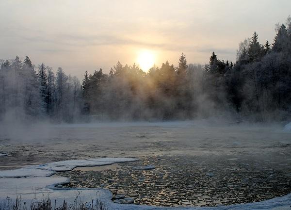 Kotkan Langinkoskella on pakkasta 23 astetta. Ismo Tuomi kuvasi kosken 6. tammikuuta.