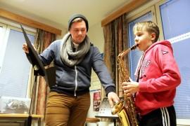 Lauri Taberman, 9, on harjoitellut saksofoninsoittoa Loimaan Seudun Musiikkiopistossa syksystä lähtien. Hän innostui soittoharrastuksesta, kun opettaja Sampo Hiukkanen kävi esittelemässä puhallinsoittimia koulussa.