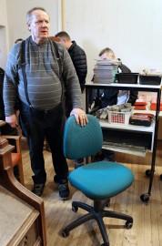 Saviseudun moottoriturpien parhaimmistoon kuuluvaa meklaria Markku Värjöstä harmitti, kun tämä tuoli ei kelvannut kenellekään veloituksettakaan. Kuva: Marianna Langenoja