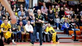 Päävalmentaja Lauri Rantanen johdatti Hurrikaanin voittoon 891 katsojan edessä Loimaan Liikuntahallissa. Kuva: Juuso Riponiemi