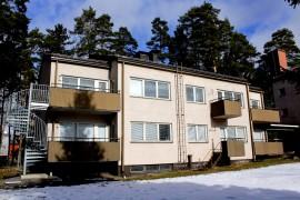 Ennen kuin työväenopisto saisi tiloja Hirvikosken koulun asuntolasta rakennuksen kunto selvitetään. Kuva: Tiina Naula