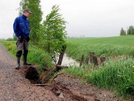 Marko Onnela ei muista, että vettä olisi aiemmin tullut vastaavalla voimalla. Kuva: Kati Uusitalo
