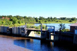 Varsinais-Suomen Ely-keskus on jatkuvatoimisten vedenlaatumittareiden käytössä edelläkävijä. Loimijoen mittari sijaitsee Vampulassa Rutavan padolla. Kuva: Maija Paloposki