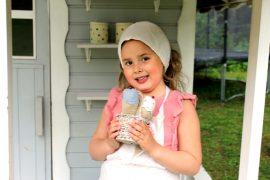Irenen kioskista saa jäätelöitä ja hiekkakakkuja hymyn kera. Kuva: Emilia Voltti