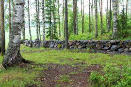 Kiviaita, johon on käytetty pihalta löytyneitä kiviä. Kuva: Siiri Jumppanen