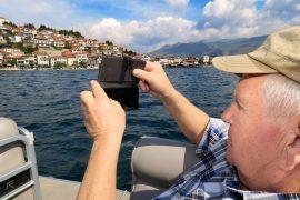 Pertti Äikää ikuisti näkymän Ohrid-järveltä laivareissulla.