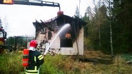 Asumaton omakotitalo tuhoutui tulipalossa täysin. Kuva: Simo Päivärinta
