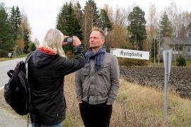 Helsingissä asuva Micke Rundman kuvasi Jonathan Rundmanin Ryngöntiellä. Samaan sukuun kuuluvat Rundmanit tutustuivat toisiinsa internetin välityksellä 2000-luvun alussa. Kuva: Kiti Salonen