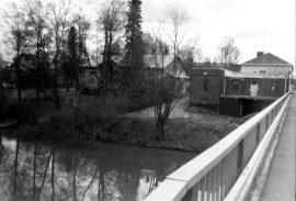 Vanha Esson huoltoasema Loimaalla 1990-luvulla. Kuvan toi toimitukseen Esko Järvinen.