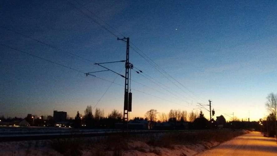 Iltalenkillä 21.1.2017 Loimaan siilot Ypäjänkadun ja Savipellonkadun risteyksestä kuvattuna. Hyvin loimaalainen maisemakuva.