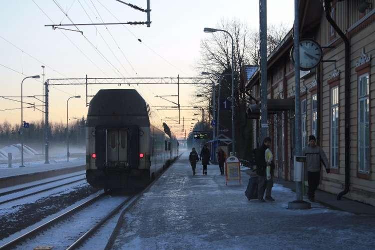Ihmisiä poistumassa Turkuun menevästä junasta 27.1.2017. Kuva: Jenna Kivilä.