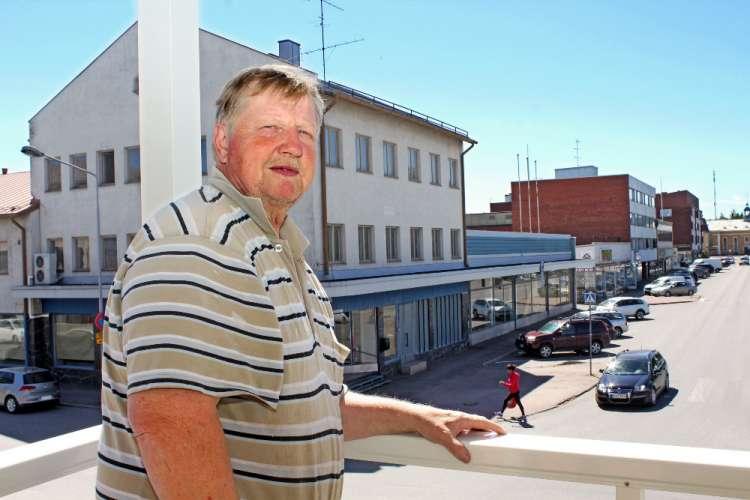 – Minulla ei ole muuta tautia kuin kulkutauti: pakko on päästä aamulla lähtemään. Pyhäaamuna kuudelta tulee jo vapaa-ajanongelma, kun lehti on luettu, Markku Helander naurahtaa. Kuva: Kiti Salonen.
