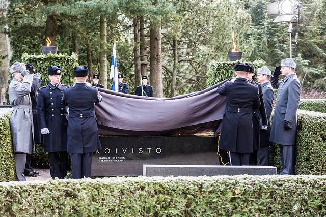 Presidentti Mauno Koiviston hautamuistomerkin paljastustilaisuus. Kuva: Jussi Toivanen/valtioneuvoston kanslia.