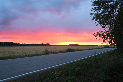 Ilta-auringon punaama taivas Loimaalla elokuussa. Kuvan otti Airi Salo.
