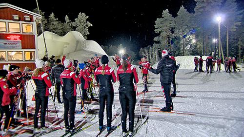 Finbyssä on jo tykitetty lunta varastoon, jotta ensi talven hiihtokausi saadaan vauhtiin. Pargas IF:ssä on paljon nuoria hiihtäjiä.
