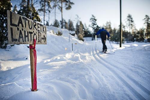 Valpperin urheilutalolta lähdettiin Kuhankuonon laturetkelle vuonna 2011. Sen jälkeen heikko lumitilanne on estänyt monta kertaa laturetken järjestämisen.