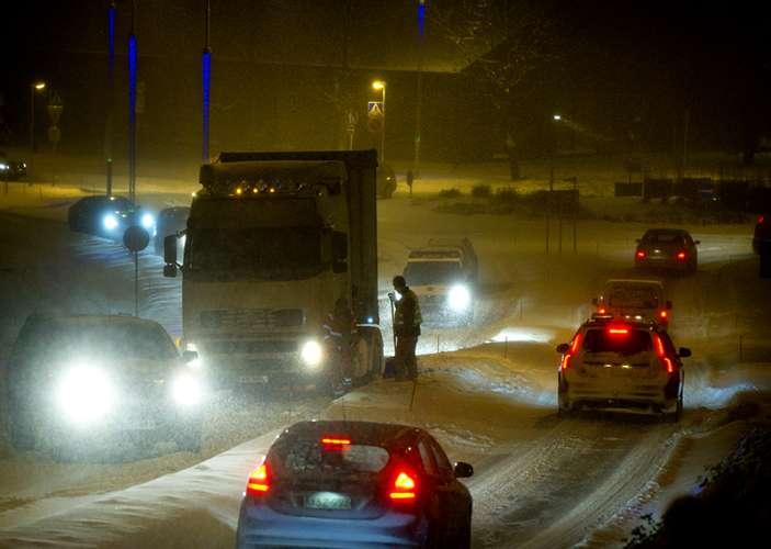 Lumisade alkaa jo torstain vastaisena yönä ja haittaa aamuliikennettä.