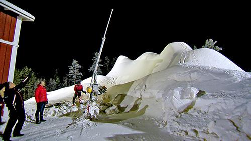 Paraisten Alpit ovat ensi talveksi tehtyä tykkilunta. Tämän kasan korkeus nousee vielä.